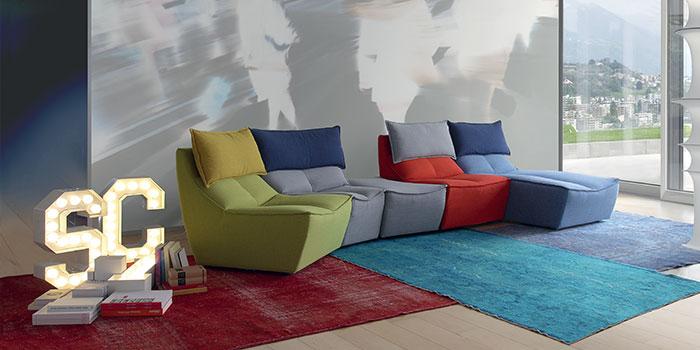Divano colorato di design