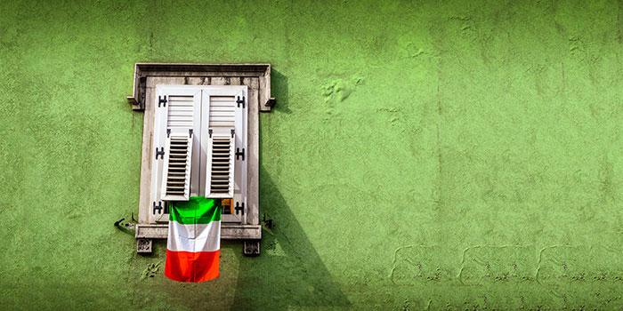 Finestra con tricolore italiano